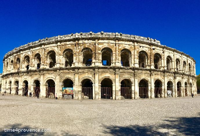 Les arenes de nimes cirque romain