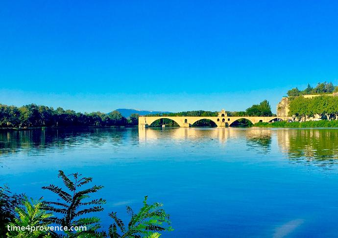 Le pont d avignon sur le rhone